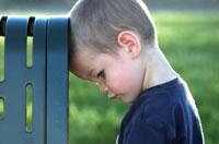 Verdrietig jongetje